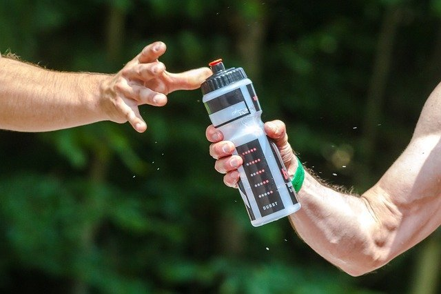 sports hydration drinking enough water